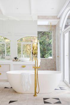 Timeless Bathroom, Beautiful Bathrooms, Modern Bathroom, Master Bathroom, Cozy Bathroom, Zen Master, Classic Bathroom, Bathroom Mirrors, Bathroom Inspo