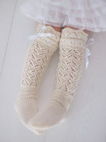Life with Mari: Prinsessan pitsiunelmat ♥ Wool Socks, Knitting Socks, Knitting For Kids, Baby Knitting, Crochet Slippers, Knit Crochet, Best Baby Socks, Girls Knee High Socks, Sock Crafts