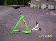 Photo of bike stool in Simsbury, Connecticut, United States. i made a bike stool with a foot rest Bicycle Decor, Bicycle Art, Deck Furniture, Recycled Furniture, Welding Projects, Metal Art Projects, Pimp Your Bike, Parrilla Exterior, Recycled Bike Parts