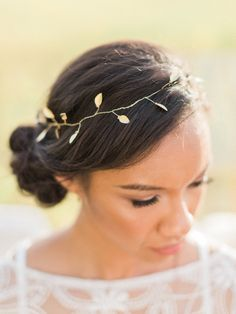20 Beautiful Botanical & Floral Bridal Hair Accessories | SouthBound Bride | http://www.southboundbride.com/20-botanical-floral-bridal-hairpieces | Pictured: Fiona Gold Leaf Halo by Shop Chic Shack