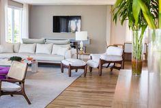 Conforto e vista para o verde. Veja: http://www.casadevalentina.com.br/projetos/detalhes/conforto-e-vista-para-o-verde-666 #decor #decoracao #interior #design #casa #home #house #idea #ideia #detalhes #details #style #estilo #casadevalentina #livingroom #saladeestar