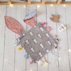 Taggy Bunny Blanket – Keep up with the times. My Little Baby, Baby Kind, Baby Shower Gifts, Baby Gifts, Bunny Blanket, Tag Blanket, Baby Car Mirror, Dou Dou, Baby Box