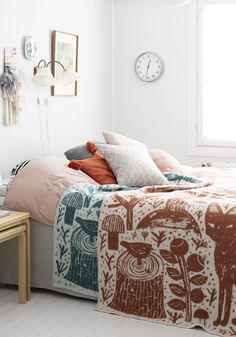 From wood furniture to attractive decor ideas, jazz up your plain bedroom with these inspiring Scandinavian bedroom interior design hacks. Scandinavian Bedroom Decor, Bedroom Interior, Bedroom Design, Neutral Bedroom Decor, Interior Design Bedroom, Classic Bedroom, Bedroom Decor, Mid Century Bedroom Design, Scandinavian Bedroom