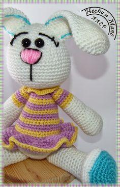 Creando Mingumios de esos....: Reto 50 amigurimis, Nº 33 CONEJA DE COLORINES Crochet Baby Toys, Crochet Bunny, Crochet Animals, Crochet Dolls, Free Crochet, Pet Toys, Doll Toys, Amigurumi Patterns, Crochet Patterns
