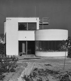 Molnár Farkas - House in Letjő Street, Budapest, 1932 Bauhaus Style, Bauhaus Design, Contemporary Architecture, Interior Architecture, Bauhaus Building, Streamline Moderne, Art Deco Buildings, Art Deco Home, Facade House