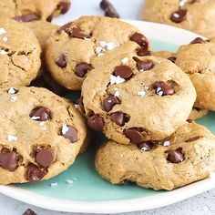 Thick chewy peanut butter oatmeal chocolate chip cookies These gluten free flourless peanut butter cookies are made with 7 simple ingredients and are full of peanut butte. Flourless Peanut Butter Cookies, Gluten Free Chocolate Chip Cookies, Peanut Butter Oatmeal, Oatmeal Chocolate Chip Cookies, Gluten Free Cookies, Gluten Free Desserts, Brownie Cookies, Baking Chocolate, Chocolate Chips