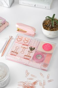 Say hello to sass with the rose gold stationery set. A dash of glam for your workspace is just what you need to be inspired in your daily grind. Rose Gold Stationery, Cute Stationery, Stationery Design, Cool Gifts, Unique Gifts, Rose Gold Room Decor, Wine Gift Baskets, Basket Gift, Stationary School