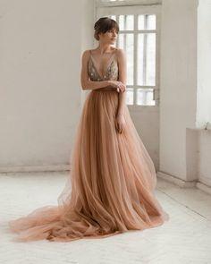 6938b00516a8 Tulle wedding dress   hand embroidered wedding gown. Abiti Da ...