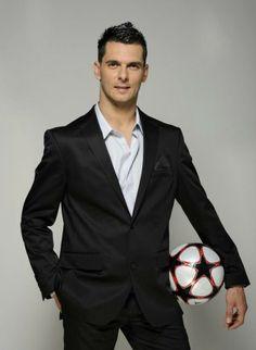 Emir Spahic - Bosnia and Herezgovina Dragon (National Football Team player)