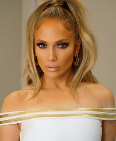 Jennifer Lopez smokey eye makeup look with nude lip gloss - Makeup Looks Celebrity Jlo Makeup, Beauty Makeup, Hair Makeup, Hair Beauty, Beauty Style, Makeup Inspo, Smokey Eye Makeup Look, Eyeshadow Looks, Makeup Looks