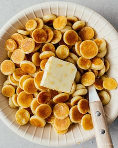 Pancakes but make it mini! Tips and tricks on how to make the best pancake cereal. Love Food, A Food, Food And Drink, Breakfast Desayunos, Food Porn, Mini Pancakes, How To Make Pancakes, Mini Foods, Aesthetic Food