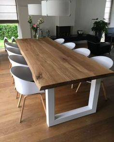 50 Beautiful Scandinavian Dining Room Design Ideas - Now it is easy to dine in style with traditional Swedish dining chairs. Entertain friends as well as show off your wonderful Swedish home furniture. Esstisch Design, Dining Table Design, Wood Dining Room Tables, Dining Chairs, Wood Table Design, Oak Table, Patio Dining, Patio Table, Room Chairs