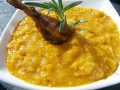 Dýňové zelí  1/2 dýně hokkaido 1 cibule máslo 2 lžíce hladké mouky kmín sů, cukr, ocet - podle chuti   Postup přípravy receptu:  Dýni oloupeme ( nemusíme ) a nastrouháme nahrubo. Na másle zpěníme cibulku, zaprášíme moukou, osmahneme a přidáme dýni. Osolíme, okmínujeme a podlijeme vodou. Dusíme do měkka. Dochutíme podle chuti cukrem a octem.