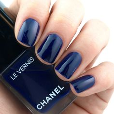 """Chanel Le Vernis in """"622 Violet Piquant"""": Review and Swatches"""