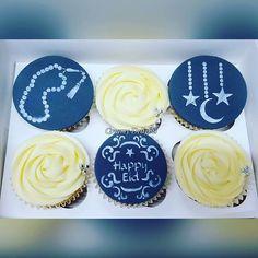 Happy Eid Eid Cupcakes - Ramadan cakes stencils available at Stenciland shop on Etsy Eid Cupcakes, Eid Cake, Cupcake Cookies, Honey Cookies, Sugar Cookies Recipe, Ramadan Sweets, Ramdan Kareem, Eid Eid, Eid Greetings