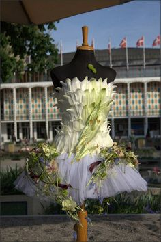 Design On Pinterest Ikebana Corporate Flowers And Floral Design