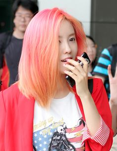 Hyomin's pink and orange hair - Hair Style Pink And Orange Hair, Peach Hair, Coral Hair, Rose Orange, Orange Ombre, Bright Hair, Colorful Hair, Colorful Fashion, Coloured Hair