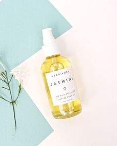 Named for the precious Jasmine Sambac oil that it contains, the Jasmine Body Oil is a blend of pure, natural botanical oils that leave skin glowing and hydrated with an intoxicating floral scent . Perfume, Natura Cosmetics, Good Massage, Vitis Vinifera, Natural Cleaning Products, Photo Instagram, Natural Skin Care, Natural Beauty, Skin Care Tips