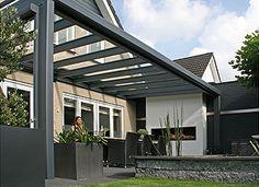 Een Alibow terrasoverkapping met een vrije overspanning tot 7 meter, dus zonder middenkolom.