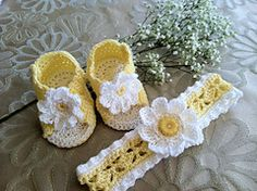Ravelry: Daisy Sandals & Headband pattern by Maria Bittner