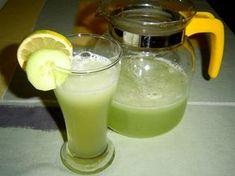 Jak vyrobit okurkovou limonádu   recept Fruit Juice, Glass Of Milk, Smoothies, Panna Cotta, Cake Recipes, Food And Drink, Tea, Drinks, Ethnic Recipes