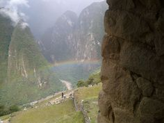 Ciudadela de Machu Picchu, Cuzco a las 11:43 a.m. del día 05/11/2013.   Vista del extremo oriental de la entrada de los caminos del Inca a la Ciudadela.    Foto: Desde el Celular por VTM