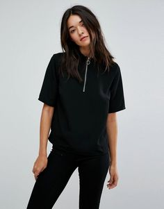 Get this Jdy's basic top now! Click for more details. Worldwide shipping. JDY High Neck Pull Ring Zipper Top - Black: Top by JDY, Lightweight woven fabric, High neck, Zip placket, Ring pull, Regular fit - true to size. Part of the Only family, JDY put a whole new spin on wardrobe basics. Always hot on the heels of the latest trends, JDY mix and match cool prints and strong colours across a collection of super-soft jersey, low-key sweatshirts and denim jeans. (top básico, basic, basico…