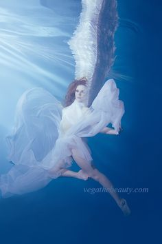 水中ポートレート アクアローザ(R) AQUAROSA Aqua Rosa 水中撮影 水中フォト 水中写真 プロフィール写真 広報 広告 株式会社VEGA ヴェガ ベガ