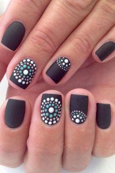 Resultado de imagen para modelos de uñas pintadas a mano en blanco y negro