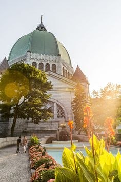 Côte-des-Neiges is a massive neighbourhood in Montréal's western quarter ripe with restaurants and shops. Beautiful Places In The World, Long Winter, Restaurants, Amazing Destinations, Family Activities, Montreal, Vancouver, Taj Mahal, The Neighbourhood