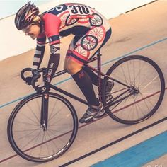 Repost from @iwannaiguana  Shout out to @c3pcho for this epic shot. It hurts so good!  #hellyervelodrome #wednesdaynightracing #shespokeracing #destroybikes
