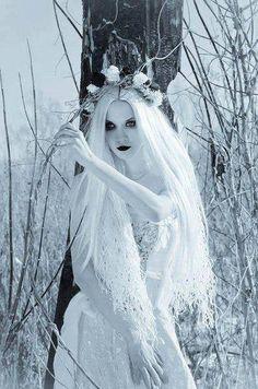 white wtch Gothic Beauty, Dark Beauty, Gothic Art, Ice Queen, Snow Queen, Dark Queen, Queen Elsa, Dark Fantasy, Fantasy World
