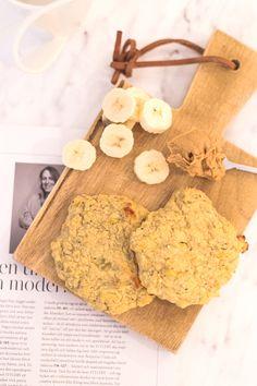 2 kypsää banaania / 2 kananmunaa / 2,2 dl mantelijauhoja / 2 rkl kookosjauhoja / 2 tl leivinjauhetta / ripaus suolaa  Valmistus Muussaa banaanit kulhossa haarukan avulla. Sekoita joukkoon muut ainekset. Halutessasi voit tuoda taikinaan lisäpotkua esimerkiksi kookoslastujen tai chia-siementen kera,200C 10-15min