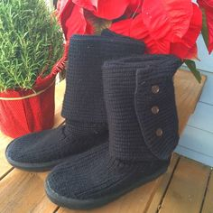 Black Uggs This daily go-to fuses the coziness of your favorite sweater with the UGG® comfort you love. The Classic Cardy boasts functional heritage buttons that let you wear this style in three different ways: all the way up, unbuttoned and cuffed, or slouched down. A plush wool insole and a lightweight, flexible outsole add the final cushioning touches to this essential. I believe they are a 9. Could fit 9/10 depending on how you like to wear them. Please ask for measurements if you need…