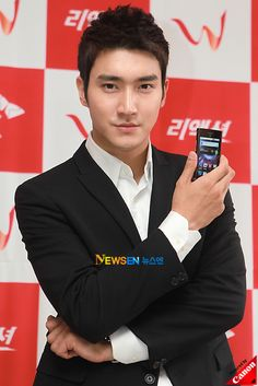 Choi Siwon at SK Telecom's W Brand Introduces Its First Smartphone