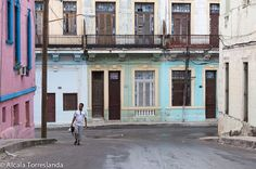 Street scene in Havana #Cuba. #people #travel #1001people #all_mypeople #bnw_magazine #color #digers_venezuela #digers_vzla #everydayeverywhere #great_captures_people #great_portraits #insta_anadolu #ic_thestreets #igworldclub #ig_street #peoplescreative #people_and_world #peoplelikeus #photoinstagram #photooftheday #photo_storee #phototag_it #phoblipoint #r#street_photo_club #streetphotography #streetlife_award #streetportrait #snapso