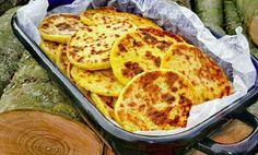 SUROVINY 5 ksvětších brambor Asi 1 1/2 hrnkuhl. mouky 1 ksvejce hlavičkacesneku 1 PLmajoránky dle chutisůl POSTUP PŘÍPRAVY Brambory ve slupce uvaříme v osolené vode do měkka. Teplé oloupeme, nastrouháme a přidáme, sůl, prolisovaný česnek, majoránku, vejce a mouku. Zaděláme v nelepivé Meat Recipes, Baking Recipes, Healthy Recipes, Czech Recipes, Ethnic Recipes, Hungarian Recipes, What To Cook, Baked Goods, Food And Drink