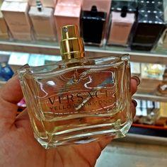 Perfume é um item de beleza muito revelador. Ele fala sobre você, é capaz de refletir sua personalidade, de marcar uma epoca pela memória olfativa. Já que esse mundo perfumado me fascina, preparei uma lista de desejo com 7 perfumes que eu adoro e sou doid