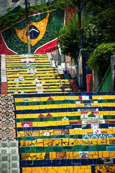 Por Jorge  Selarón - Rio de Janeiro, Brasil (Lá na Lapa: Jorge Selarón I foto: Nelson Neto)