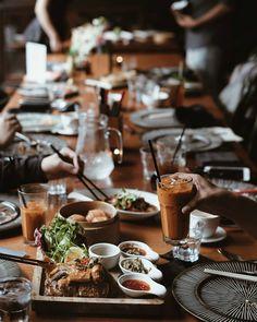 「 . {台南:小旅行} . 跟好久不見的朋友還有新朋友一起午餐, 餐桌顏色好好看。 . . #food #igdaily #vsco #vscocam #vscofood #vscodaily #lunch #instadaily #dailylife #lifestyle #Silverの台南小旅行 」