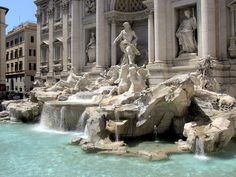 Fontana di Trevi in Roma, Lazio Trevi Fountain at night is a must see to witness its full glory! Italy Destinations, Mini Bars, Dream Vacations, Vacation Spots, Palaces, Places To Travel, Places To See, Rome In A Day, Air Europa