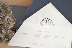 Invitaciones de boda con sobres forrados personalizados by Silvia Galí. www.silviagali.com