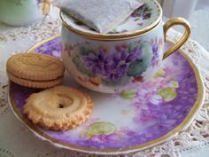 pinkcobweb:    Violets Tea Set