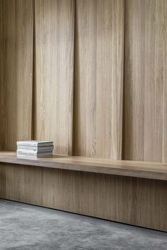 - Kew House by McLaren Excell Boards. 💭 The structural gravitas is tempered by the internal wall paneling and joinery. Slender oak fluting and wall panels conceal extensive storage and gi Interior Desing, Interior Walls, Interior Inspiration, Interior Architecture, Interior And Exterior, Futuristic Architecture, Design Inspiration, Wall Design, House Design
