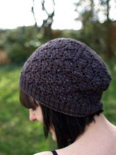 Foliage by Emilee Mooney. malabrigo Worsted in Pearl Ten colorway. Hat