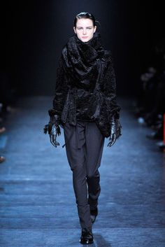 Ann Demeulemeester Fall 2010 Ready-to-Wear Collection Photos - Vogue