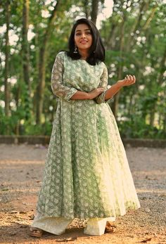 Rajisha Vijayan is the epitome of elegance and charm in this green printed kota anarkali from MANTRA. She kept the look simple and refined with minimal makeup and statement earrings. Indian Dresses, Indian Outfits, Salwar Pattern, Kurti Patterns, Short Bride, Casual Dresses, Fashion Dresses, Vintage Dresses Online, Top Celebrities