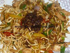Nam prik pao chicken with crispy noodles Thai Recipes, Indian Food Recipes, Prawn Soup, Crispy Noodles, Tom Yum Soup, Sweet Sauce, Japchae, Fried Rice, Laos