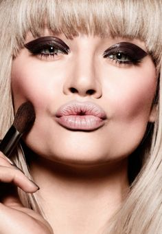 We love a nice thick winged eyeliner look. You? Get our best pro tips for re-creating. #eyeliner #protips #mua