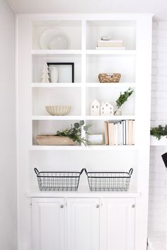 A Minimalist's Guide to Holiday Shelf Decor – HALFWAY WHOLEISTIC